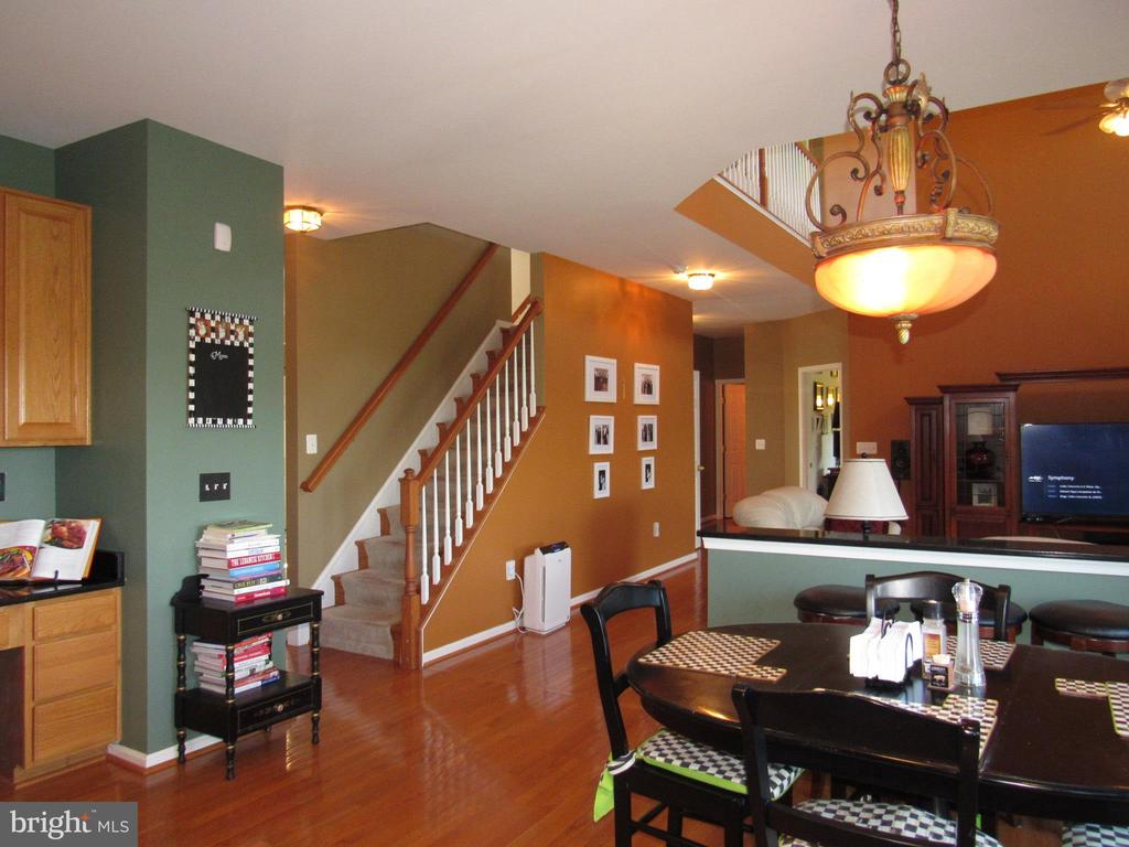 Kitchen w/Breakfast Area looking into Family Room. - 2763 MYRTLEWOOD DR, DUMFRIES