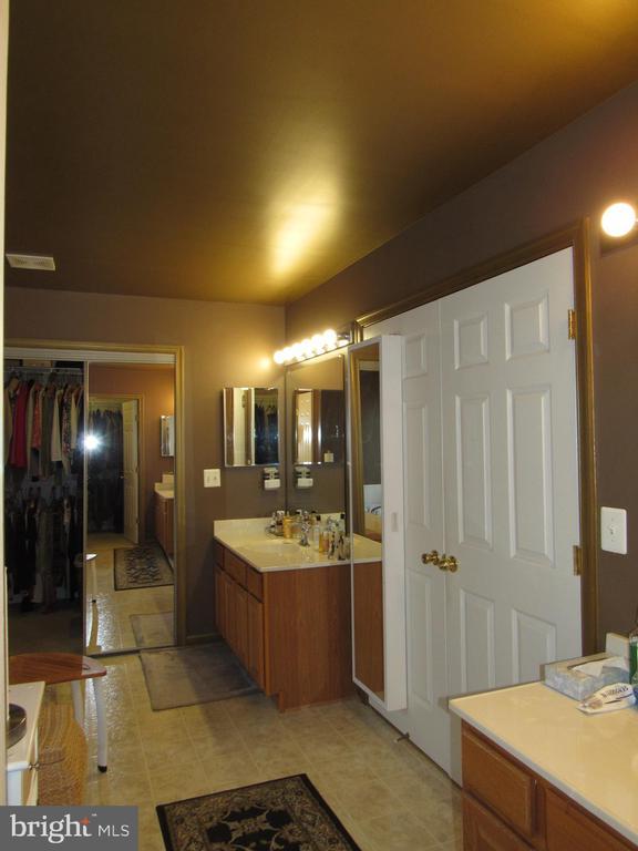 Luxury Master Bathroom - 2763 MYRTLEWOOD DR, DUMFRIES