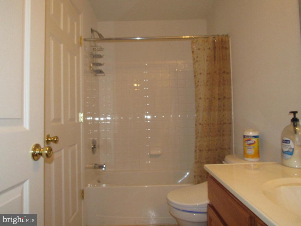 Bathroom 3 - 2763 MYRTLEWOOD DR, DUMFRIES