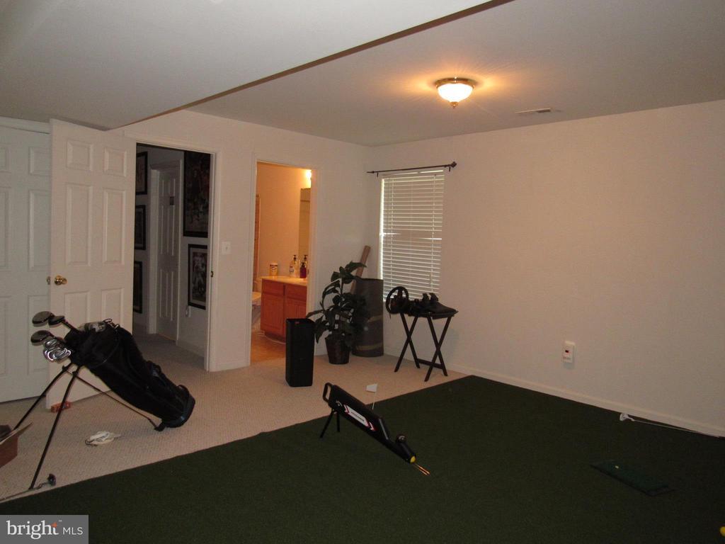 Legal Bedroom 5 Putting Green - 2763 MYRTLEWOOD DR, DUMFRIES