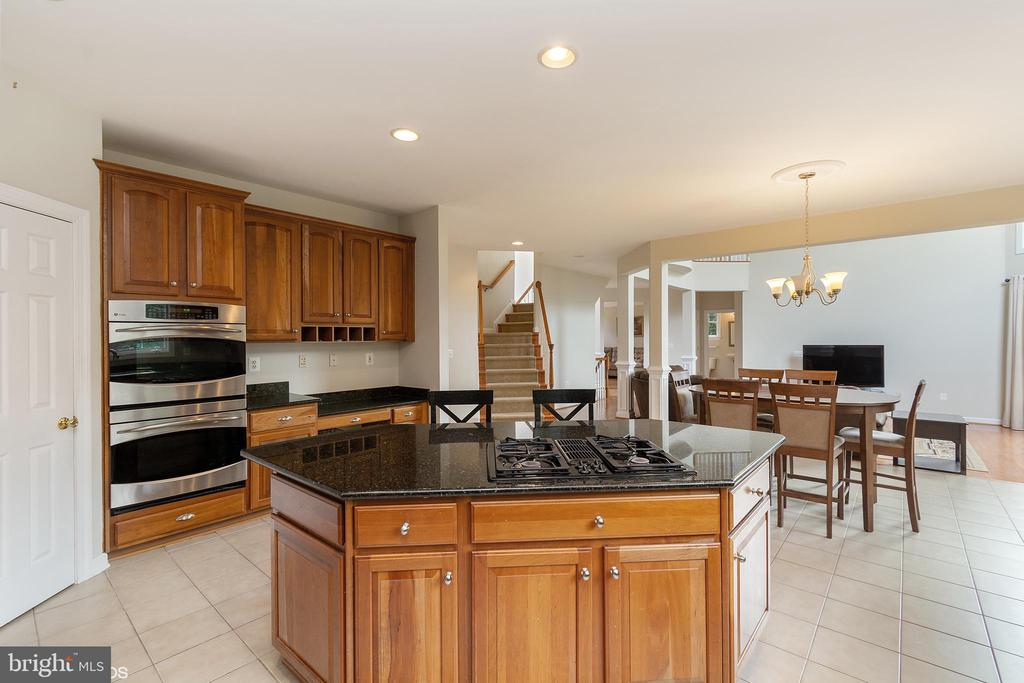 COUNTRY KITCHEN ISLAND TOWARDS FAMILY ROOM - 8900 GRIST MILL WOODS CT, ALEXANDRIA