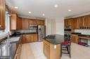 COUNTRY KITCHEN - 8900 GRIST MILL WOODS CT, ALEXANDRIA