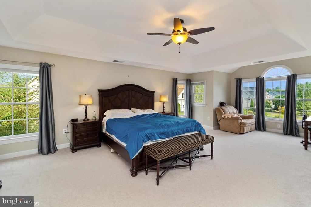 EXPANDED MASTER BEDROOM WITH SITTING ROOM - 8900 GRIST MILL WOODS CT, ALEXANDRIA