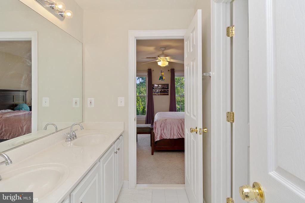 BEDROOM THREE AND FOUR JACK AND JILL BATH - 8900 GRIST MILL WOODS CT, ALEXANDRIA