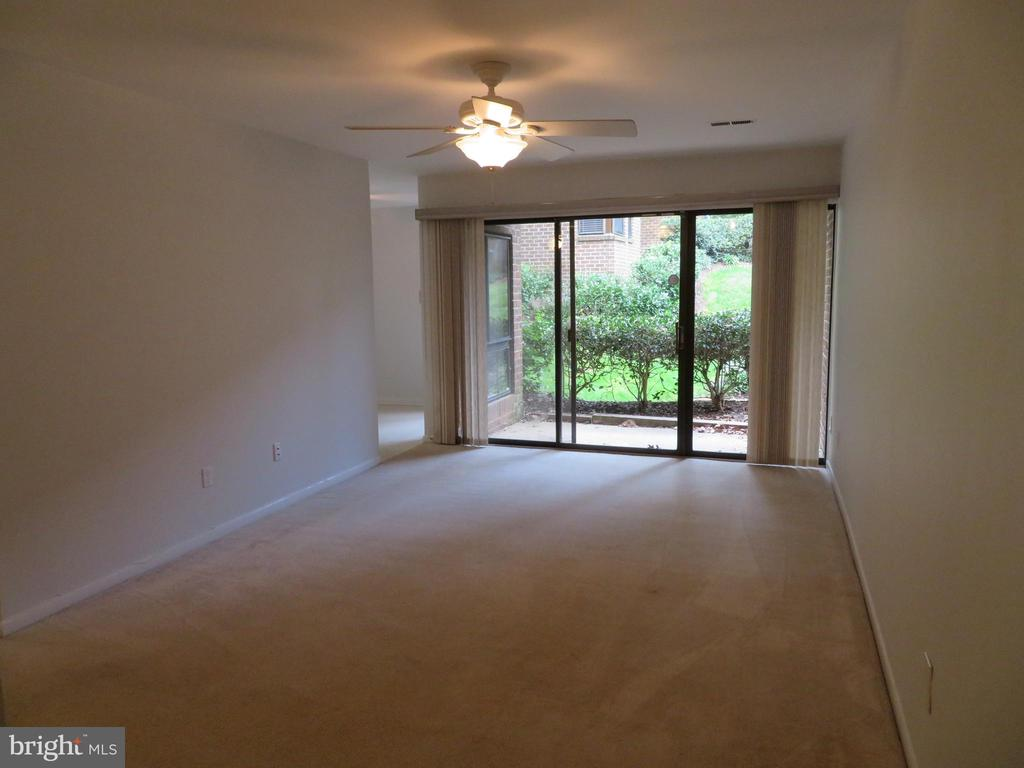 Living room freshly painted - 11220 CHESTNUT GROVE SQ #124, RESTON