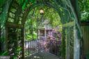 Charming garden spaces - 4521 GARFIELD ST NW, WASHINGTON