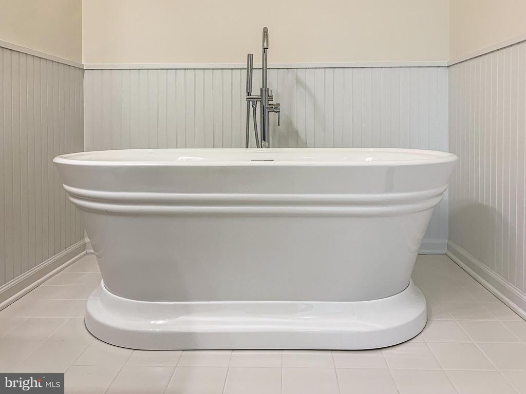 Gorgeous tub! - 170 LITTLE WHIM, FREDERICKSBURG