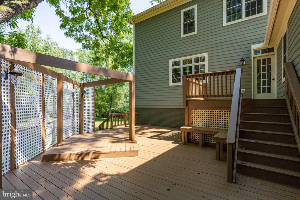 Multi-level deck - perfect for entertaining - 1843 HUNTER MILL RD, VIENNA