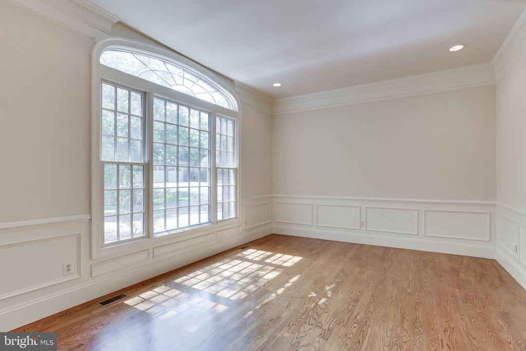 Main level Master Bedroom has hardwood - 1843 HUNTER MILL RD, VIENNA