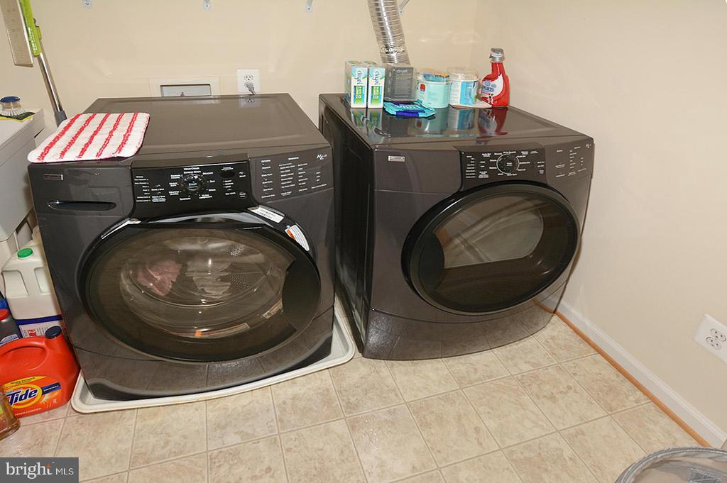 LAUNDRY RM ON UPSTAIRS - 19130 CHARTIER DR, LEESBURG