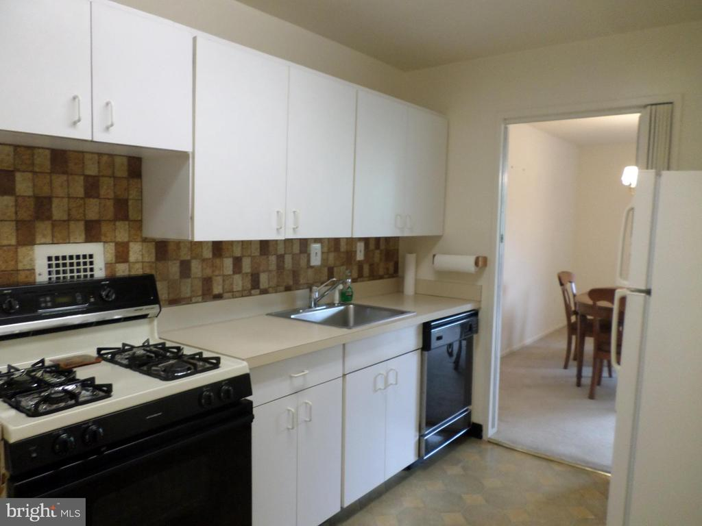 Kitchen with gas stove and dishwasher - 2939 VAN NESS ST NW #726, WASHINGTON