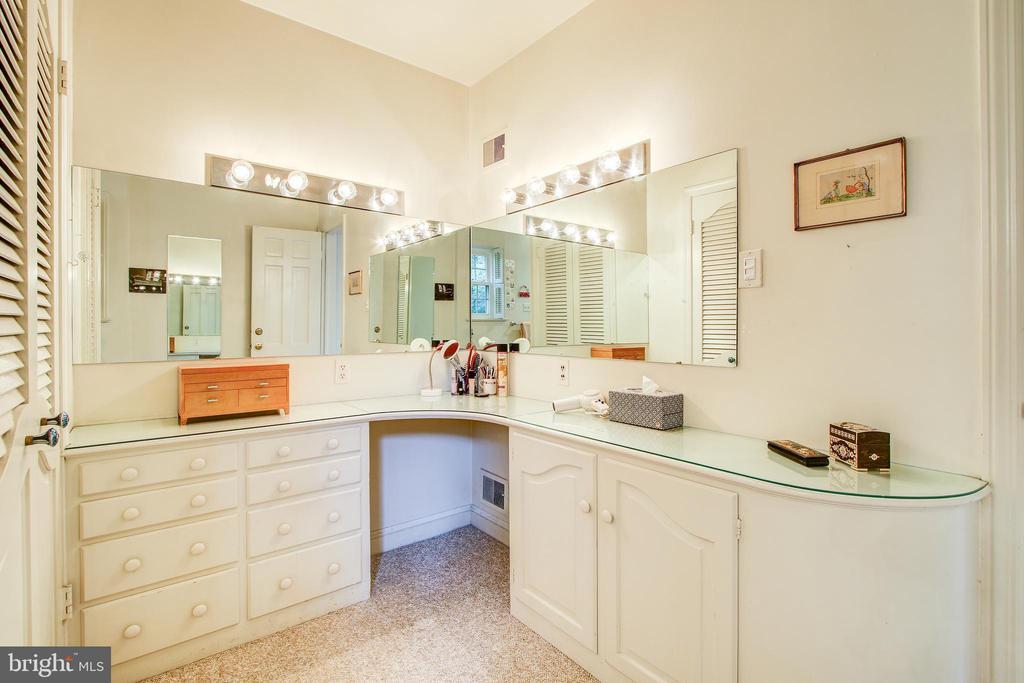 Ensuite Master Bath Make Up Vanity - 2812 29TH PL NW, WASHINGTON