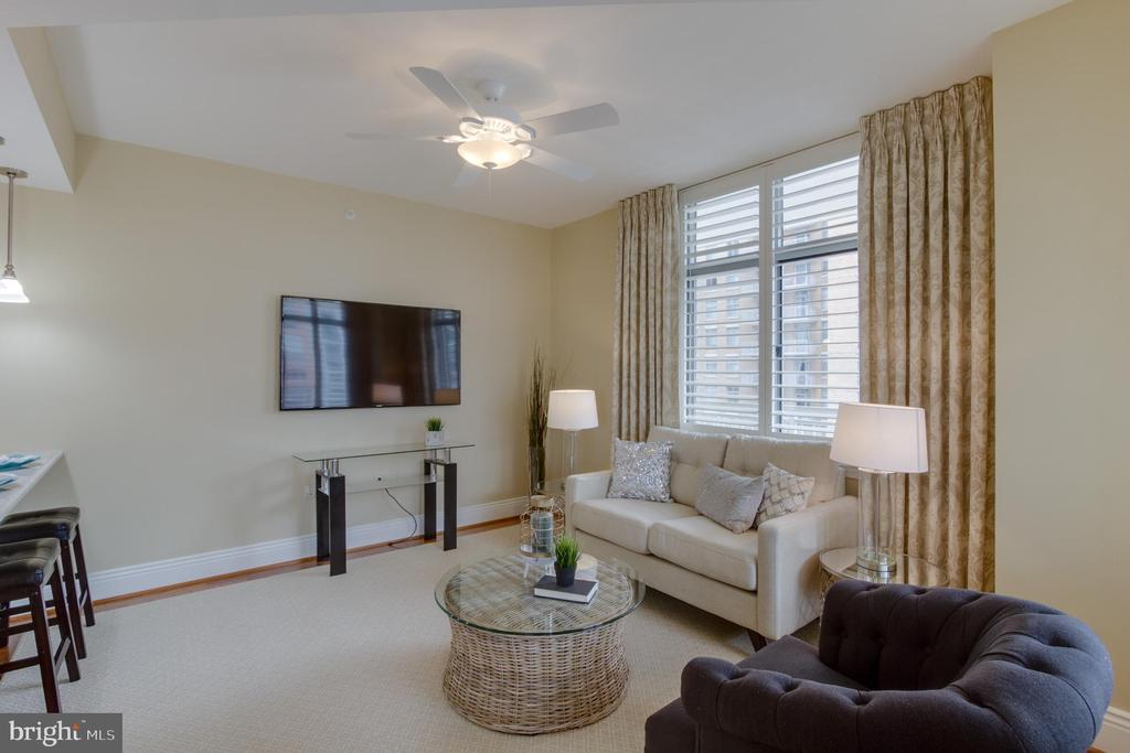 Family Room off the Kitchen - 11990 MARKET ST #812, RESTON