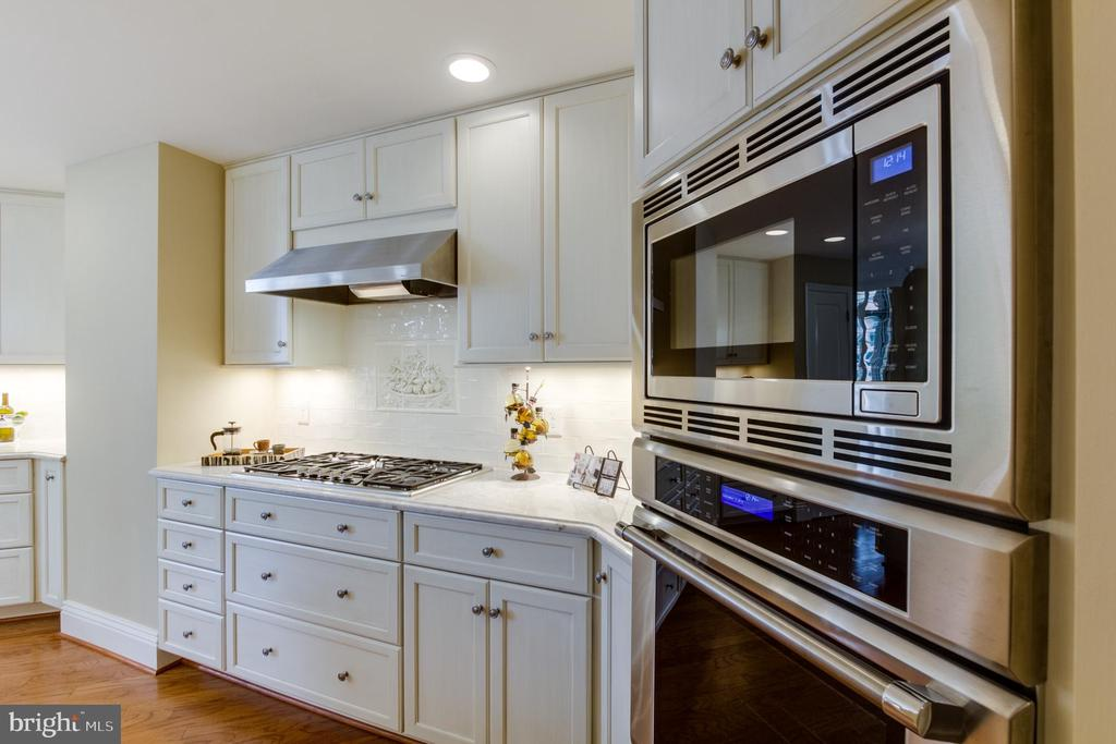 Kitchen - 11990 MARKET ST #812, RESTON