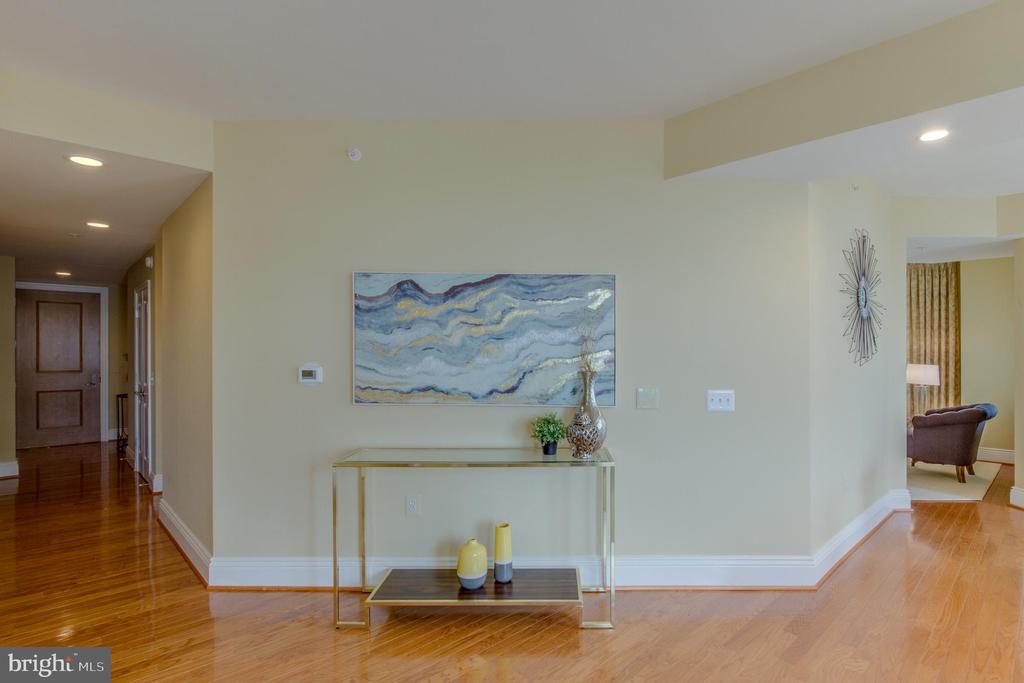 Entry - 11990 MARKET ST #812, RESTON
