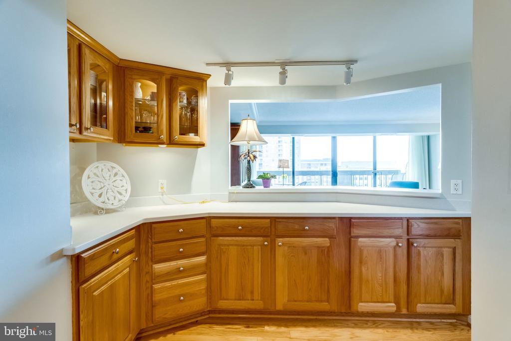 Kitchen - Open to Living Room - 3800 FAIRFAX DR #704, ARLINGTON