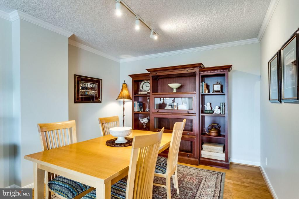 Dining Room - 11'x10' - 3800 FAIRFAX DR #704, ARLINGTON