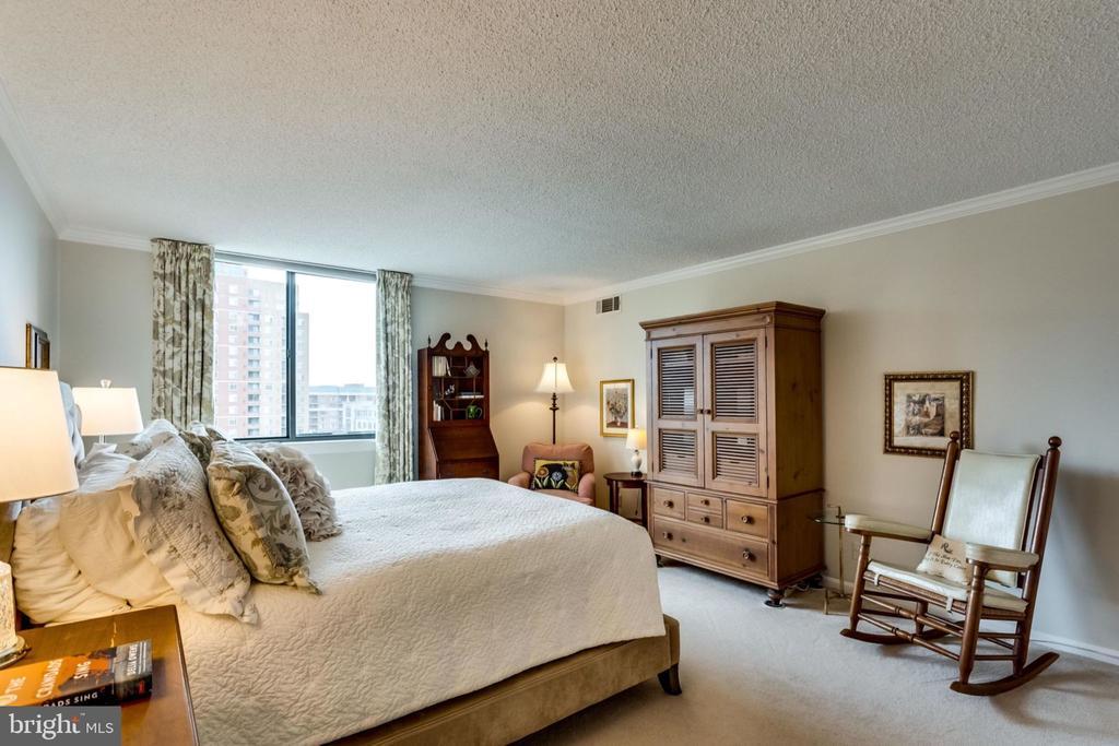 Master Bedroom - Spacious 13'.8