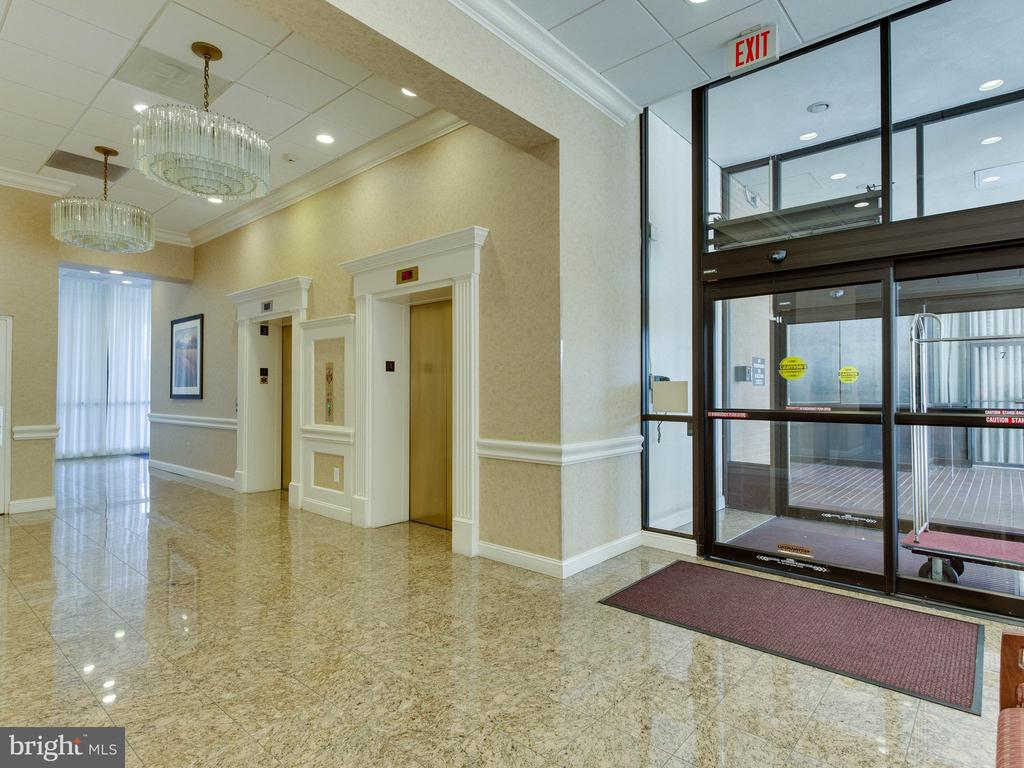Secure Lobby - 3800 FAIRFAX DR #704, ARLINGTON