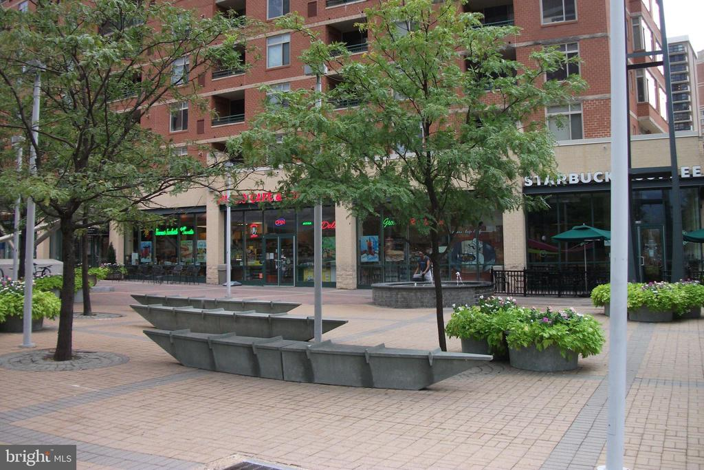 Virginia Square - 3800 FAIRFAX DR #704, ARLINGTON