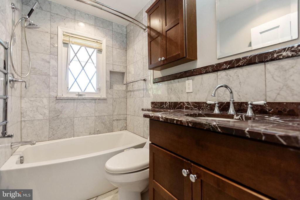 Remodeled full hall bath. - 13315 QUEENS LN, FORT WASHINGTON