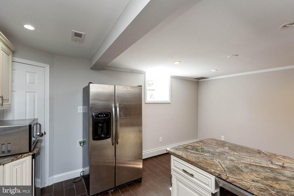 Kitchen area - 13315 QUEENS LN, FORT WASHINGTON