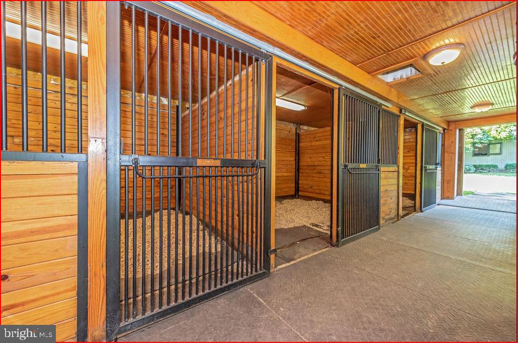 Interior stables - 4800 BALLENGER CREEK PIKE, FREDERICK