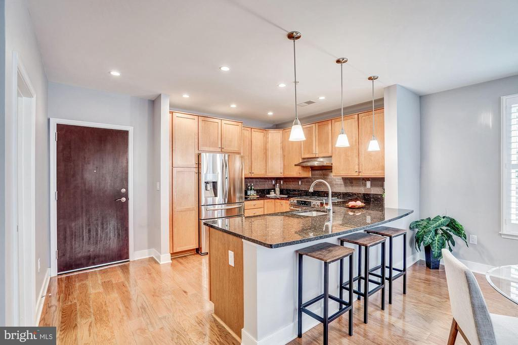 Kitchen with Breakfast Bar - 1418 N RHODES ST #B122, ARLINGTON