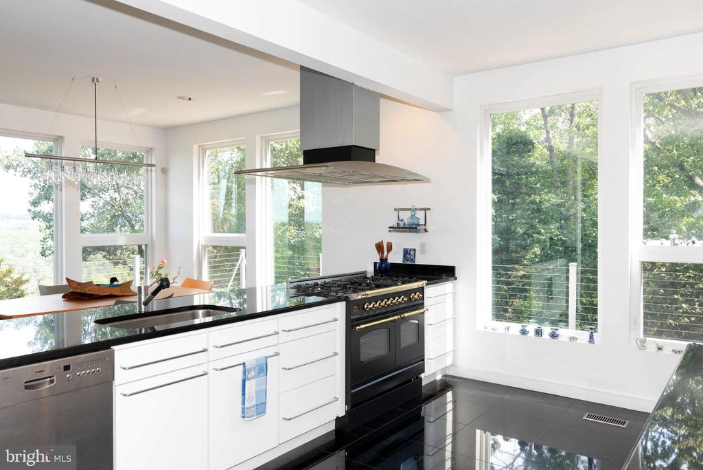 Spacious kitchen - 74 WOODCUTTERS LN, HARPERS FERRY
