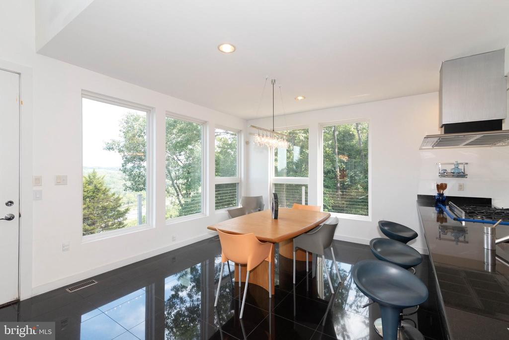 Open plan dining area - 74 WOODCUTTERS LN, HARPERS FERRY