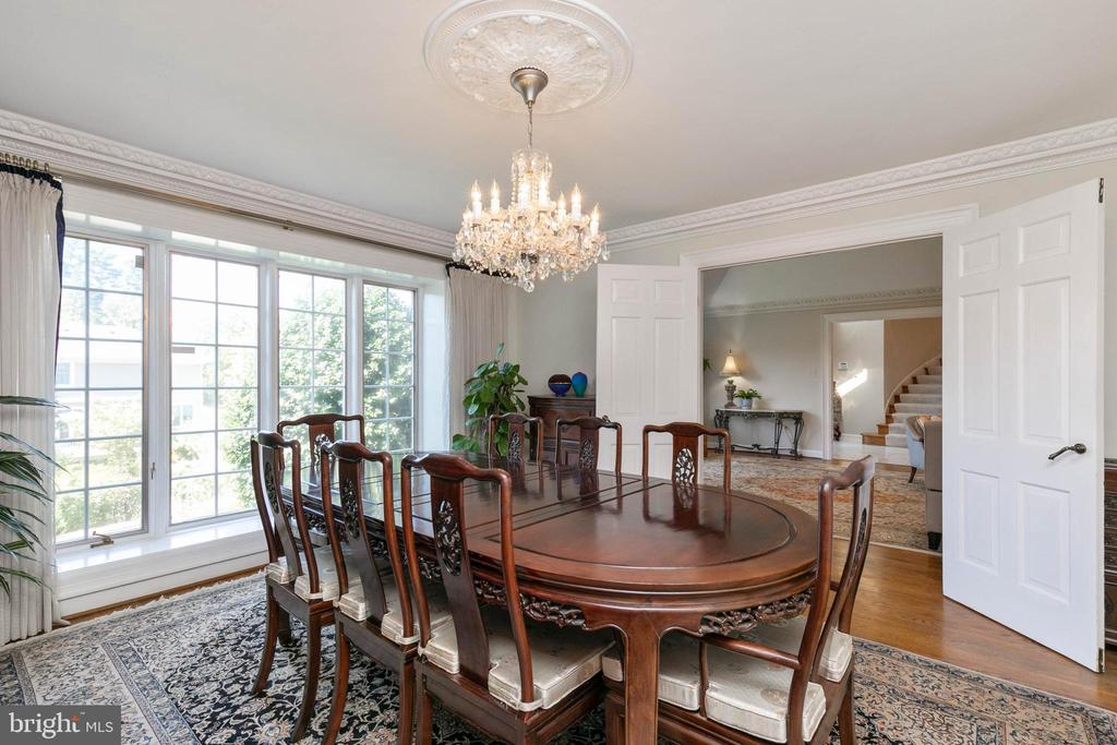 Formal Dining Room with large boxed bay window - 2815 N LEXINGTON ST, ARLINGTON