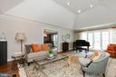 Fabulous Living Room with tall ceilings - 2815 N LEXINGTON ST, ARLINGTON
