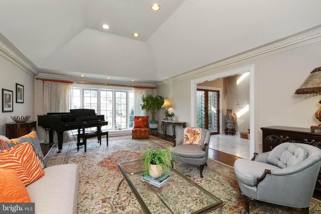 Grand Piano size Living Room - 2815 N LEXINGTON ST, ARLINGTON