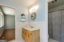 Jack and Jill Bath - 2815 N LEXINGTON ST, ARLINGTON