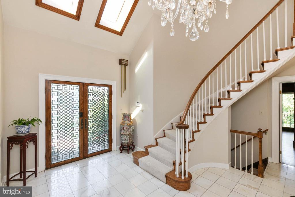 Two story Foyer - 2815 N LEXINGTON ST, ARLINGTON