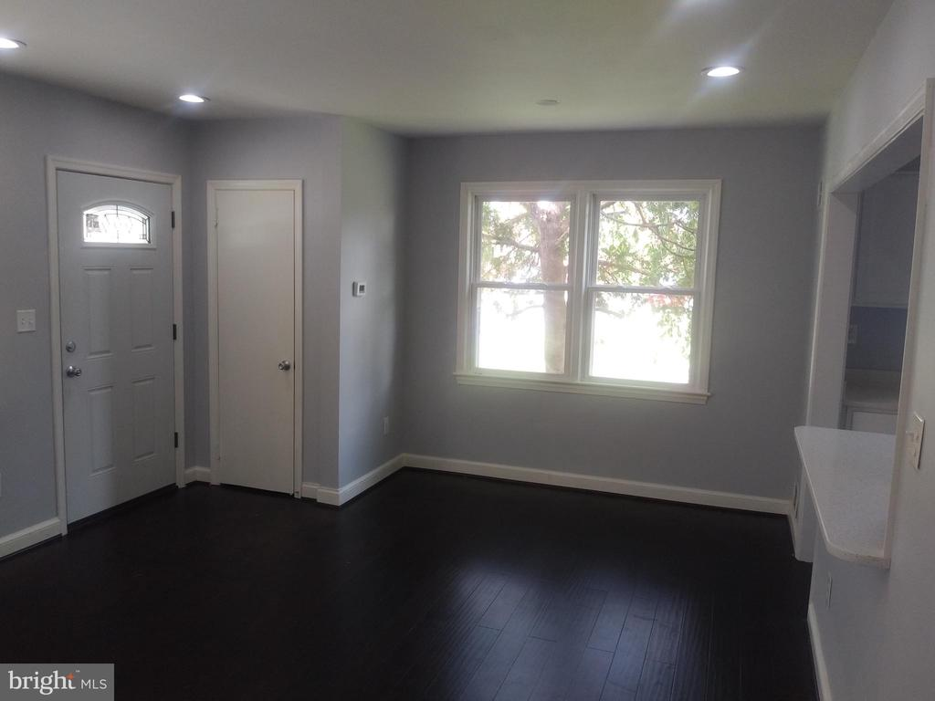 Main level living area - 2518 LEWIS AVE, SUITLAND