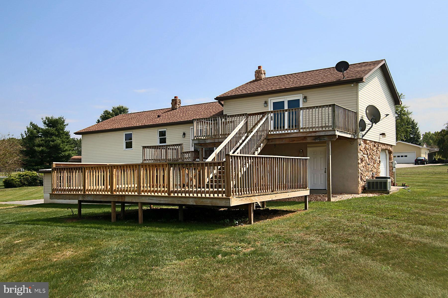 Plenty of deck space for relaxing & entertaining.