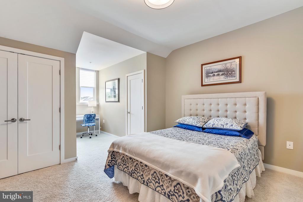 Bedroom #4/Guest suite - 425 KORNBLAU TER SE, LEESBURG