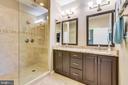 Luxurious master bathroom - 425 KORNBLAU TER SE, LEESBURG