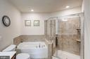 Master bathroom has large tub and huge shower - 43526 STONECLIFF TER, CHANTILLY