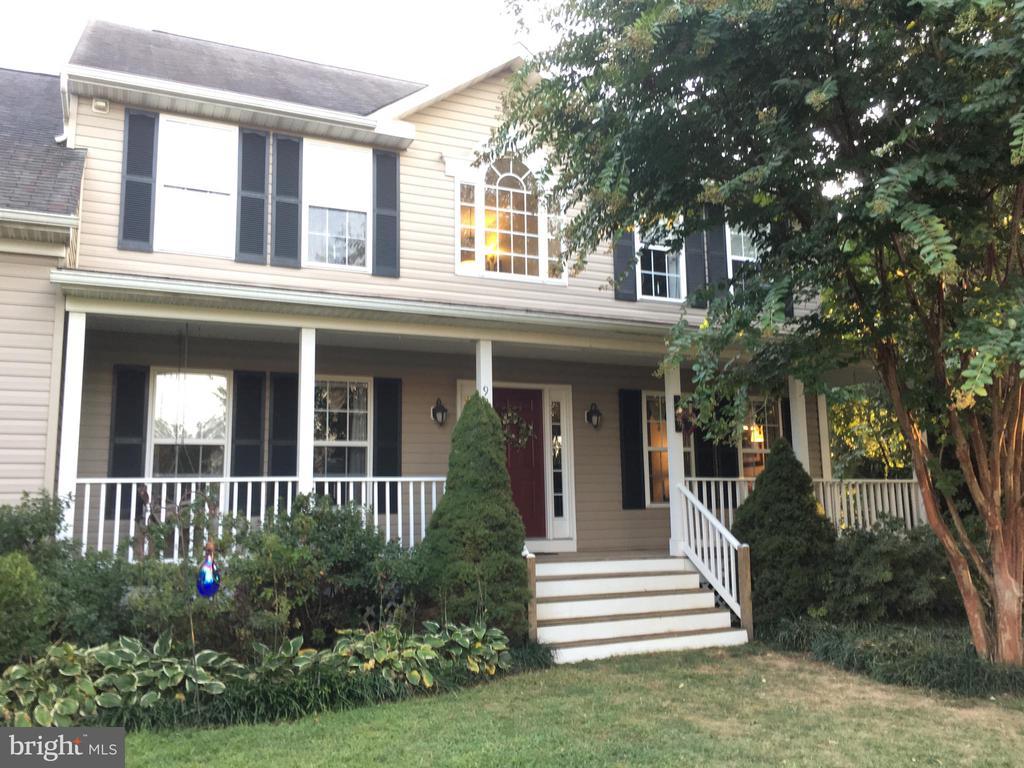 Peaceful front porch - 9355 DEVILBISS BRIDGE RD, WALKERSVILLE