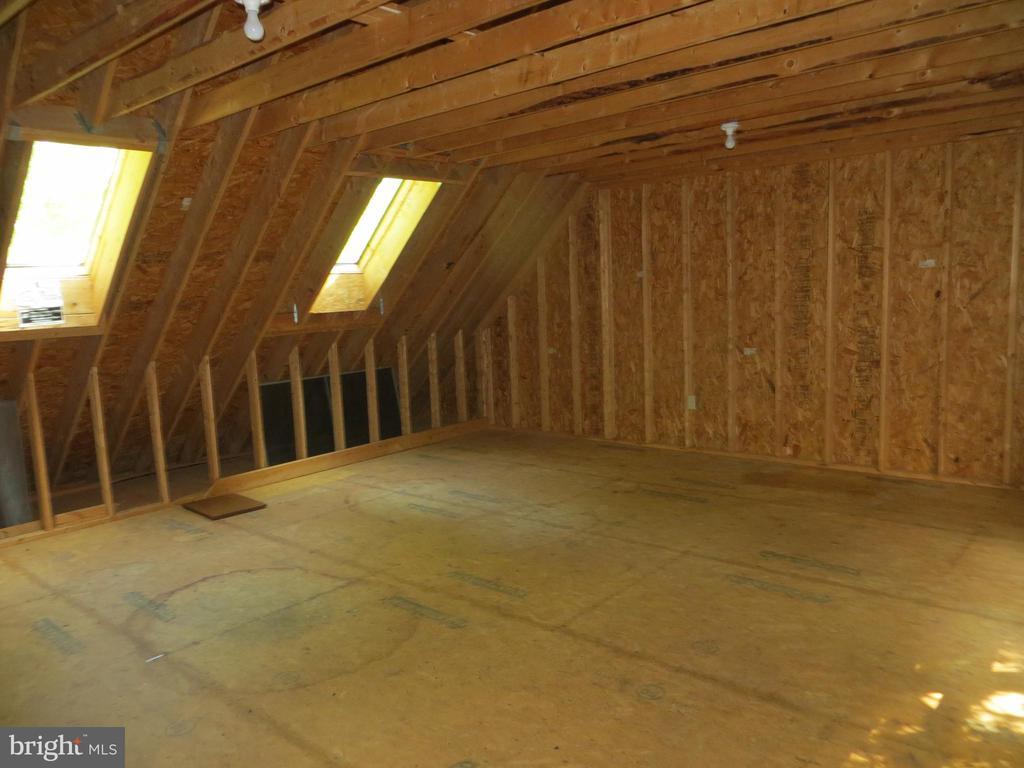 unfinished studio over garage - 903 EASTOVER PKWY, LOCUST GROVE