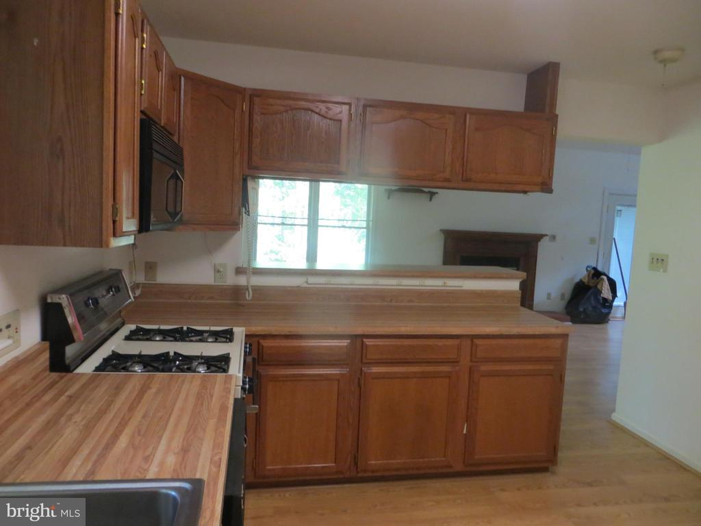 Kitchen - 903 EASTOVER PKWY, LOCUST GROVE