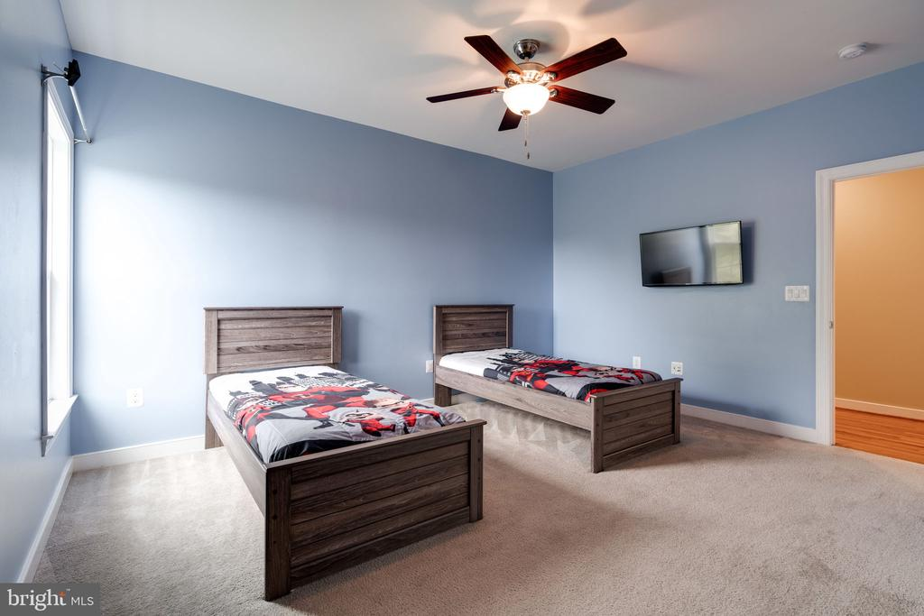 Large Bedroom #4 - 100 LUPINE DR, STAFFORD