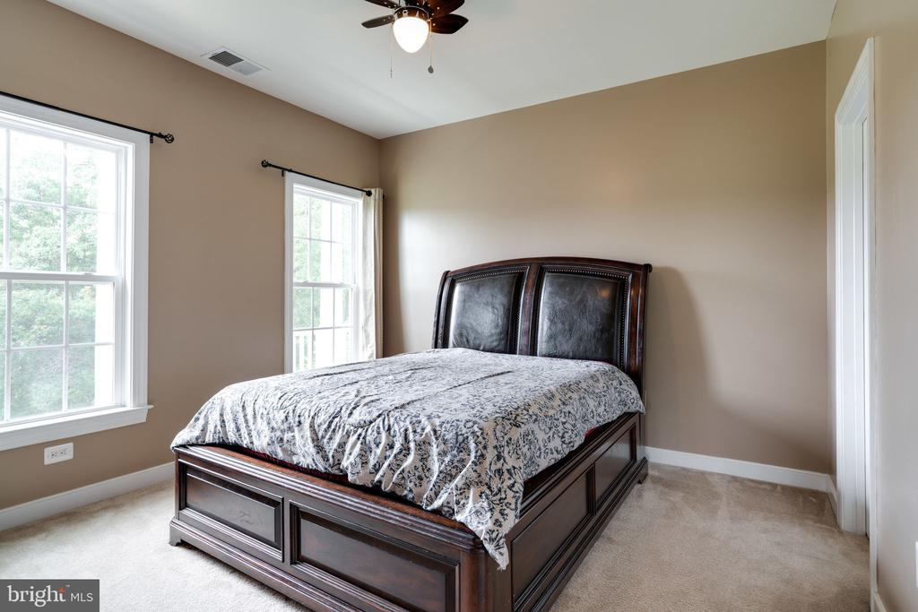 Large Bedroom #3 - 100 LUPINE DR, STAFFORD