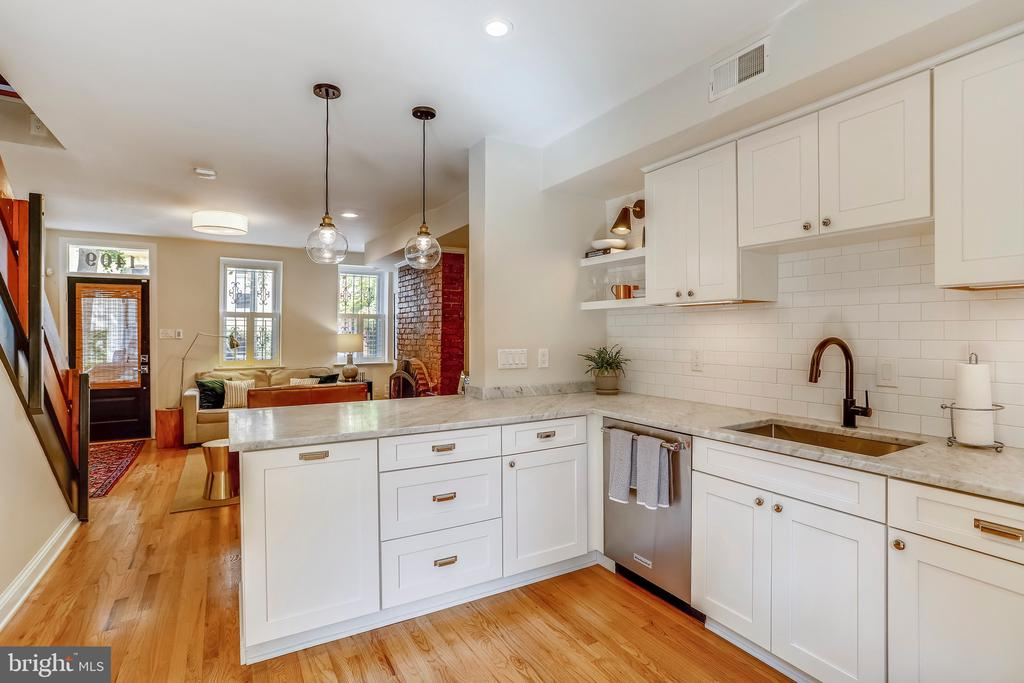 Honed marble, white cabinetry & SS appliances - 1409 COLUMBIA ST NW, WASHINGTON
