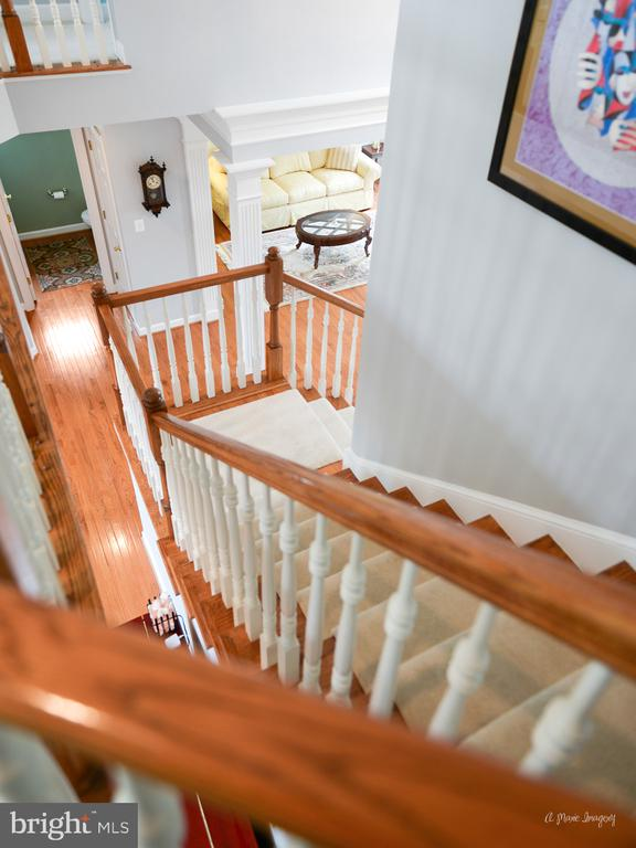 Detailed Front Stair Case - 409 GLENBROOK DR, MIDDLETOWN