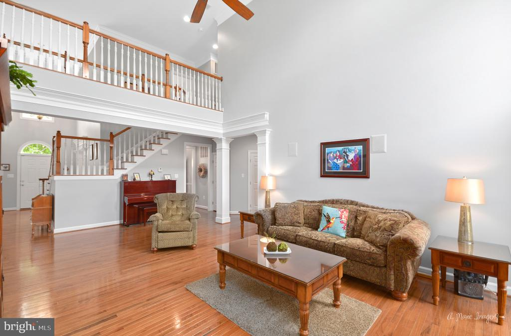 Large Family Room - 409 GLENBROOK DR, MIDDLETOWN