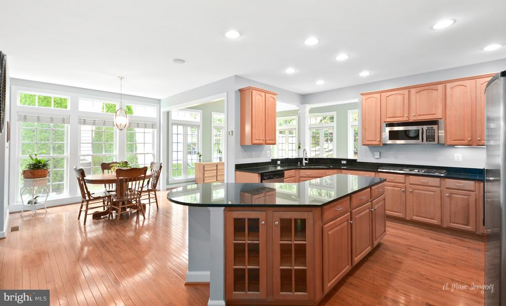 Gourmet Kitchen with Granite - 409 GLENBROOK DR, MIDDLETOWN