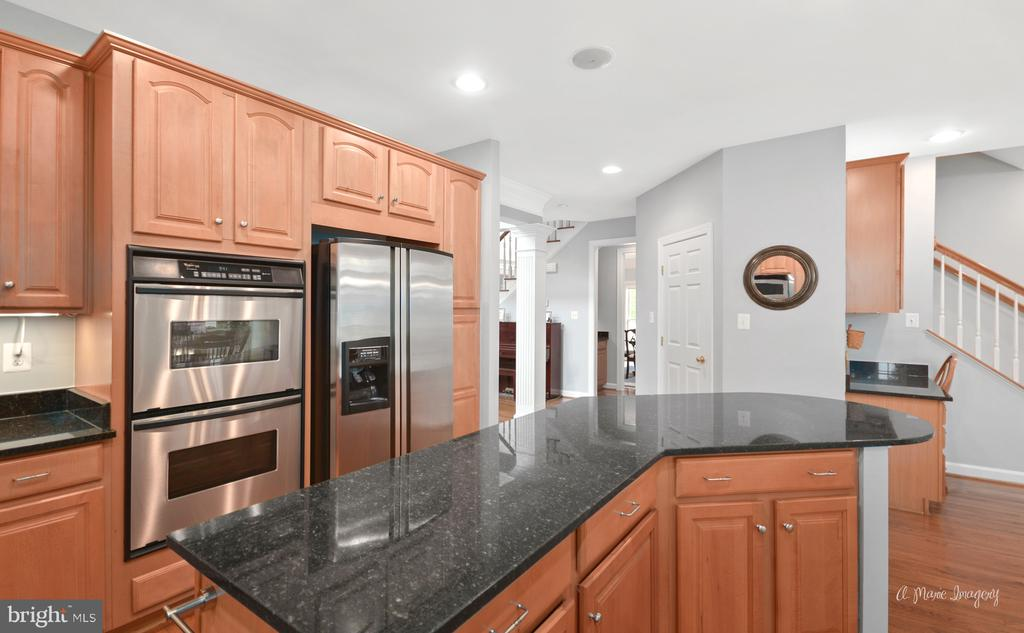 Kitchen with Stainless Steel Appliances - 409 GLENBROOK DR, MIDDLETOWN